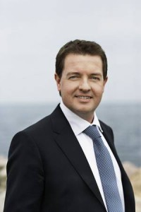 Venstres spidskandidat vil gerne være med i en EU-kritisk kaffeklub i EU-Parlamentet, siger han.