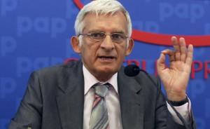 Den kommende formand for EU-Parlamentet Jerzy Buzek er allerede kommet med to kontroversielle udmeldinger, inden han har taget plads på tronen.