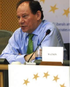 Den britiske konservative Edward McMillan-Scott har kuppet sin politiske gruppe og har snuppet posten som næstformand i parlamentet for næsen af sin tidligere gruppefælle fra Polen.