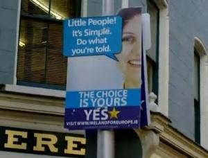 Nej-siden har hjulpet med at hænge klassiske ja-plakater op, dog med en lidt anden og mindre demokratisk tekst.